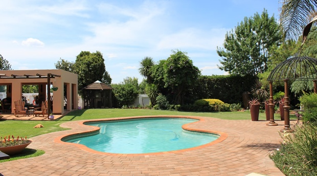 Swiming Pool, Birdsong Guest House